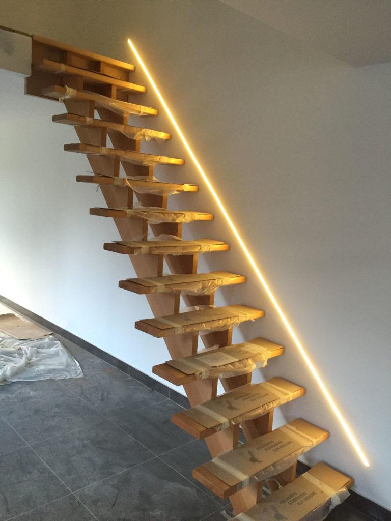 Escalier en bois avec éclairage design LED